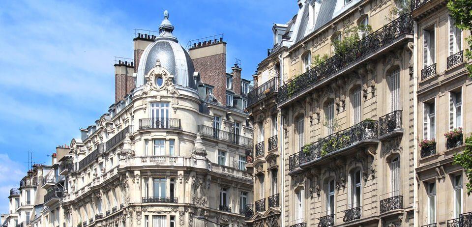 Suspension des amendes adjugées aux propriétaires ayant loué illégalement leur logement sur Airbnb