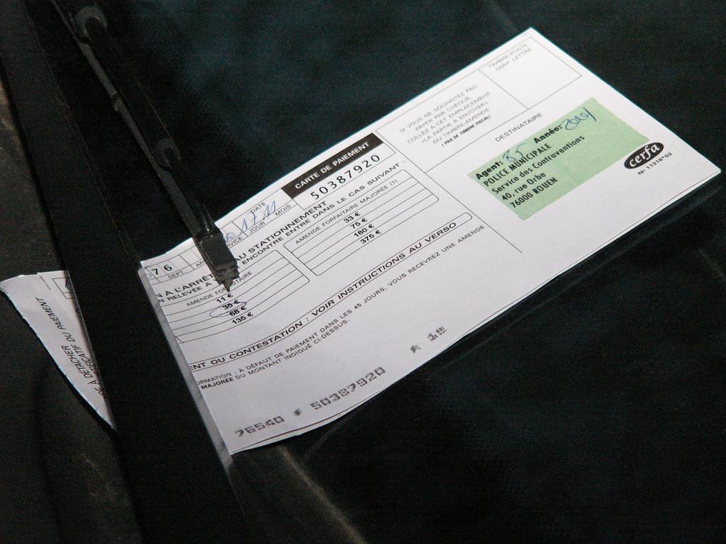 Stationnement : laisser stationner son véhicule devant son propre garage est passible d'une amende pénale